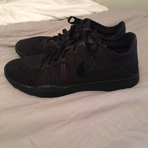 Women's Nike Free solid black size 9